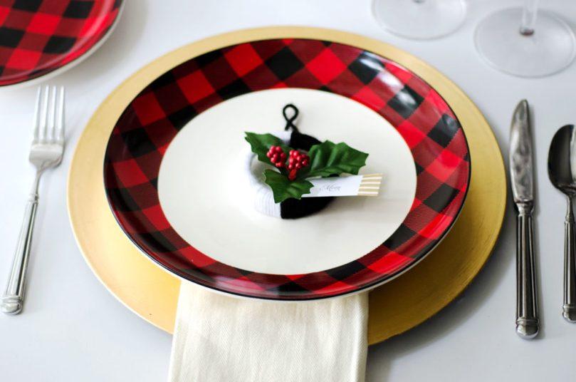 DIY Tutorial Mini Yarn Wreath by Happy Family Blog