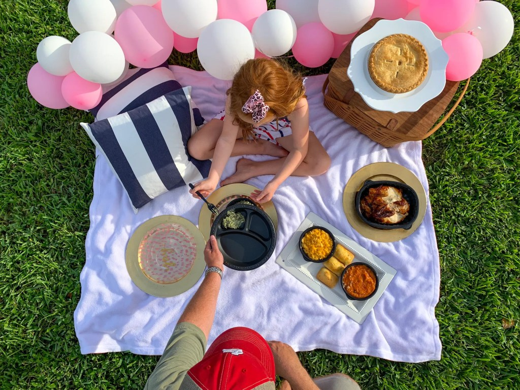 Family picnic ideas, food to bring to a picnic, picnic food suggestions, picnic food ideas for large groups, picnic items list