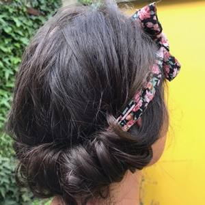 bandeau porté coiffure sophistiquée