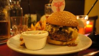 Le JD Burger, avec une viande marinée au Jack Daniel's !