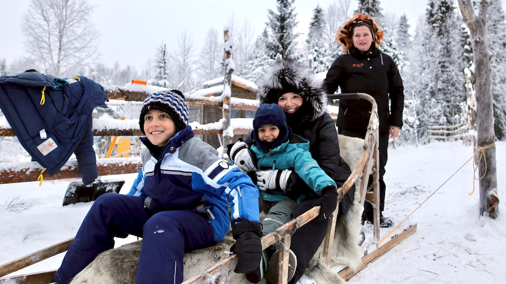 Happy-Fox-Arctic-Husky-Adventure-happy-mama-and-kids