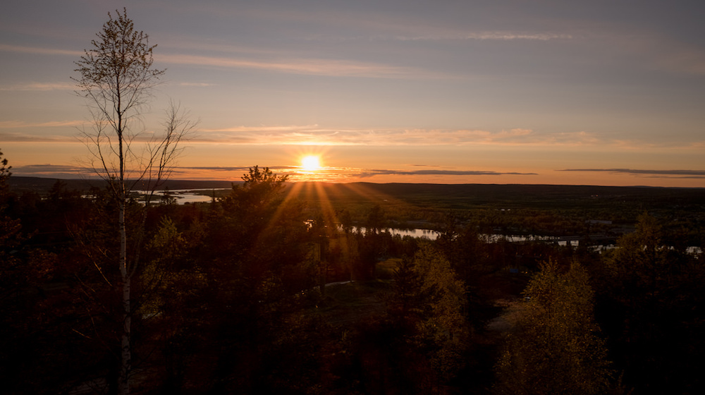 Happy-Fox-Arctic-Nightless-Night-Trip-sunset-ounasjoki