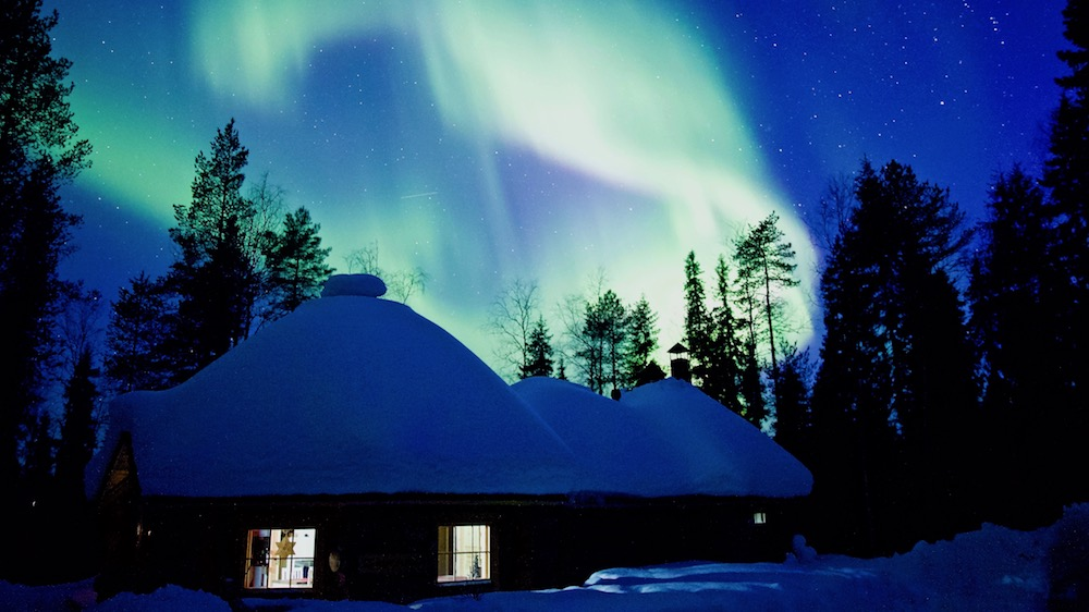 Happy-Fox-Aurora-Dinner-auroras-above-fox-cottage-p