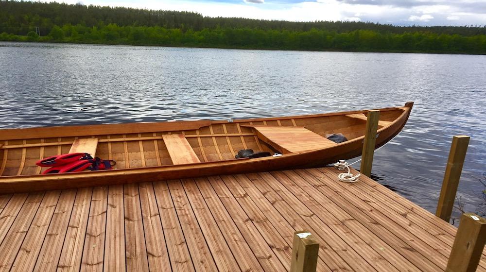 Happy-Fox-Boat-Trip-to-the-ounasjoki-river-golden-fox-by-the-dock