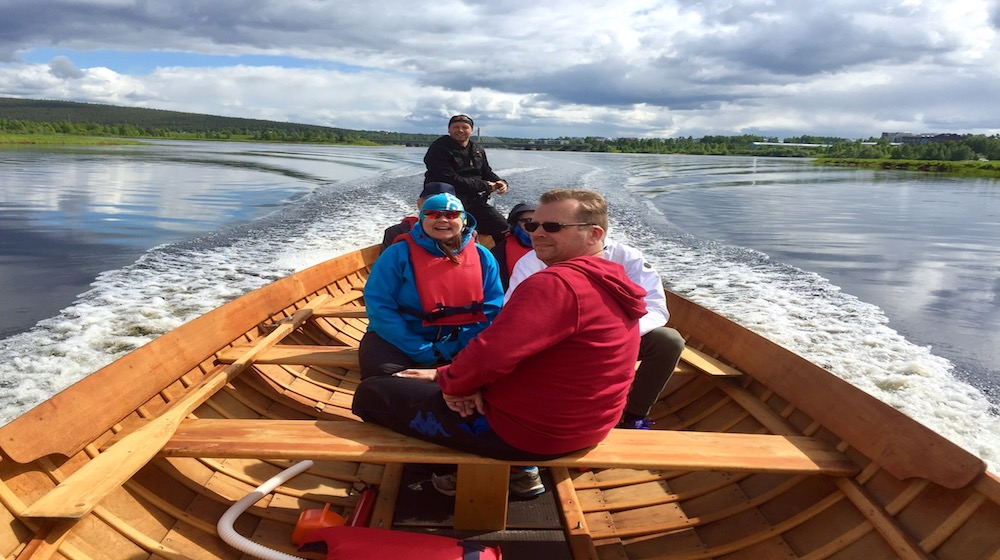 Happy-Fox-Boat-Trip-to-the-ounasjoki-river-happy-people-on-the-golden-fox kopio