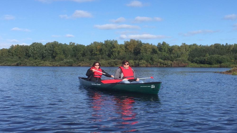 Happy-Fox-Canoe-Trip-to-the-Ounasjoki-Rive-canoing-mama-fox