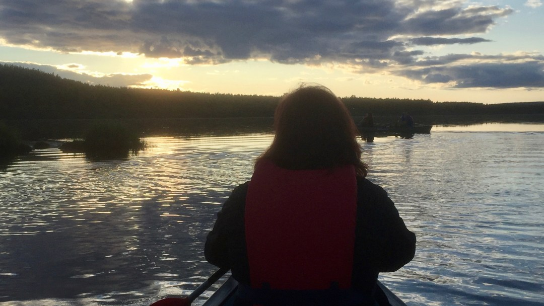 Happy-Fox-Canoe-Trip-to-the-Ounasjoki-River-sunset-paddling-p