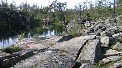 Happy-Fox-Fall-Colors-and-Landscapes-lake-near-rocks kopio