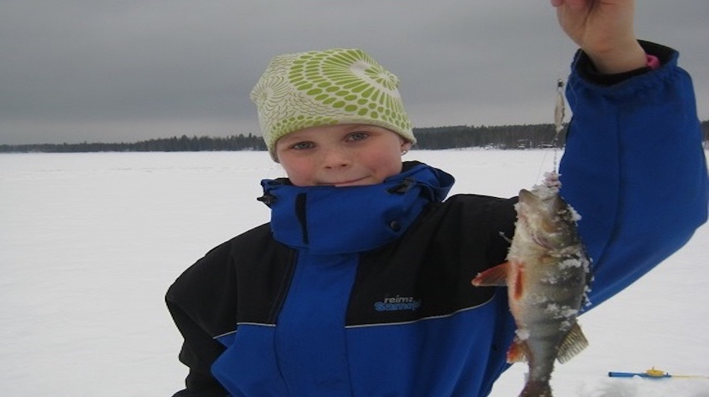 Happy-Fox-Ice-Fishing-Trip-to-the-Ounasjoki-river-Venla-catch-big-fish