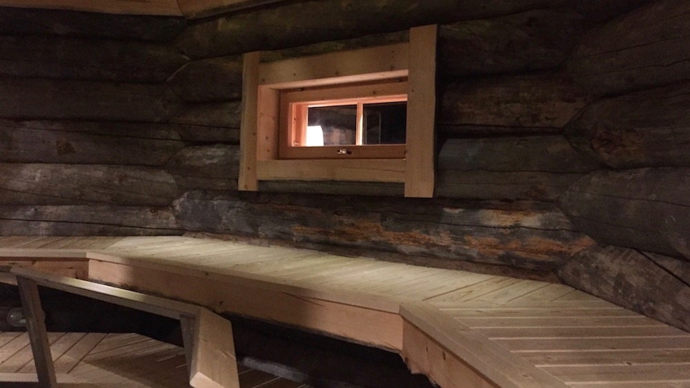 Happy-Fox-Log-Sauna-And-Snack-Winter-sauna-room-p