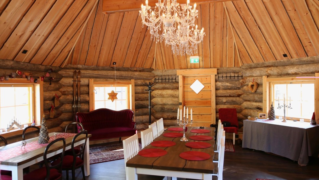 Happy-Fox-Log-Sauna-and-Finnish-Food-Fox-Cottage-dinner-room
