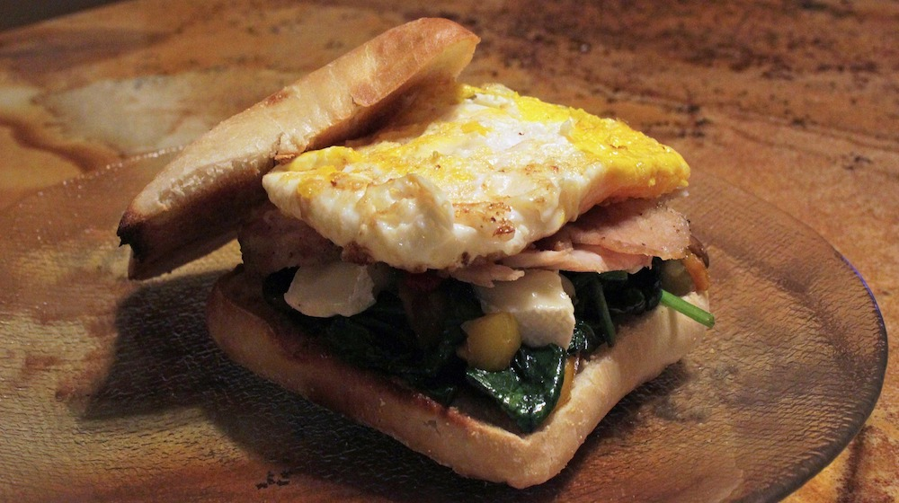 Happy-Fox-Log-Sauna-and-an-evening-snack-sauna-egg-sandwich