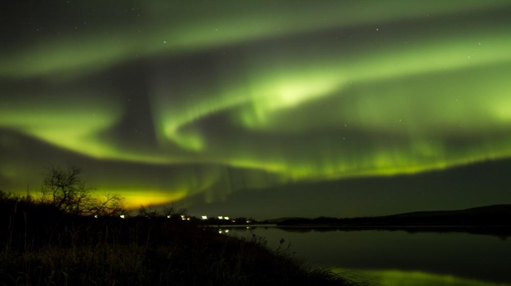 Happy-Fox-Northern-Lights-Hunt-in-hot-tube-and-a-log-sauna-winter-aurora3