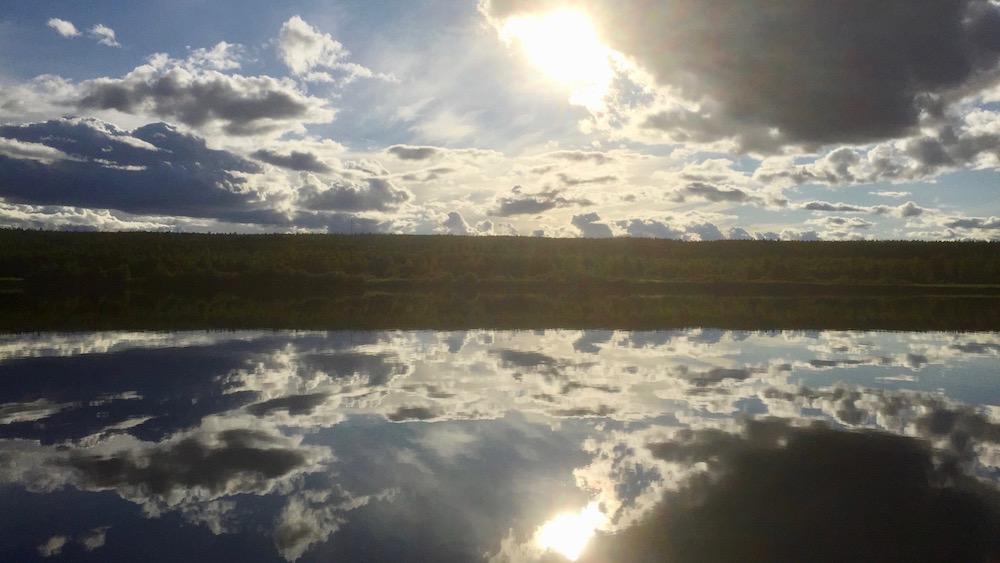 Happy-Fox-Arctic-Boat-Trip-to-the-Ounasjoki-River-and-kemijoki-River-midnigh-sun