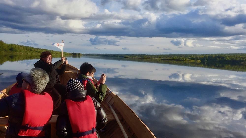 Happy-Fox-Arctic-Boat-Trip-to-the-Ounasjoki-River-and-kemijoki-River-photographers