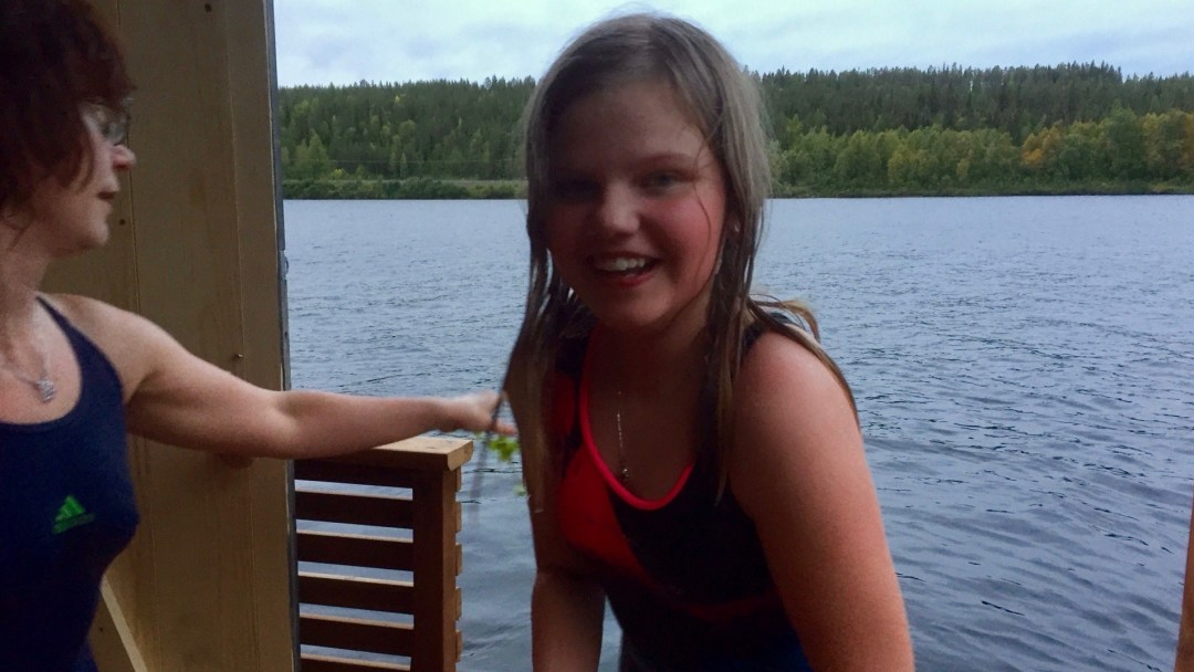 Happy-Fox-Floating-Sauna-and-Swimming-in-the-Ounasjoki-river-smiling-girl