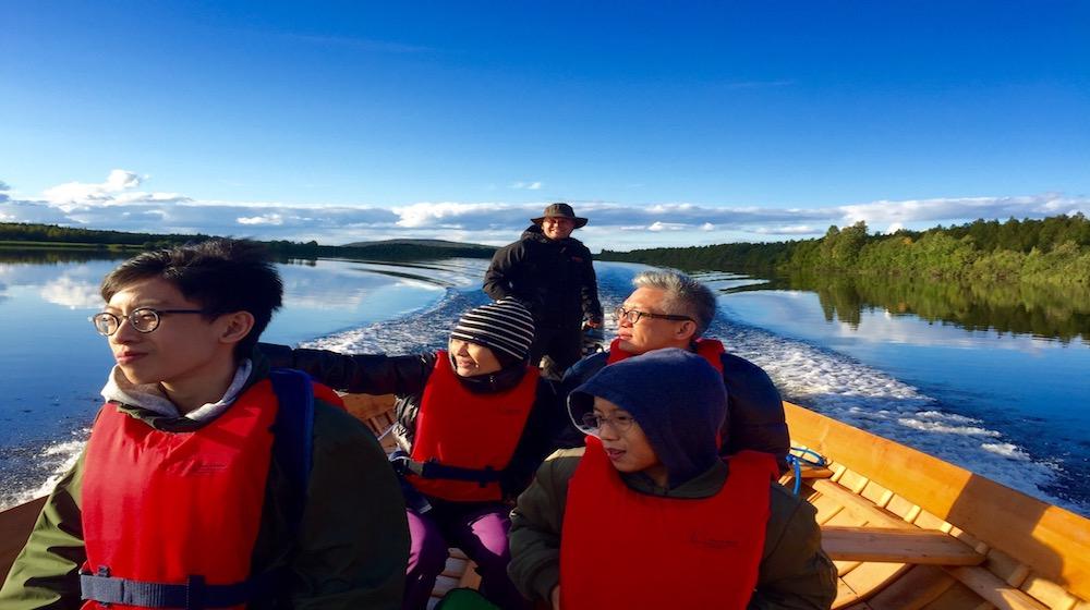 Happy-Fox-Arctic-Boat-Trip-to-the-Ounasjoki-River-sunnu-day-on-Ounasjoki-river