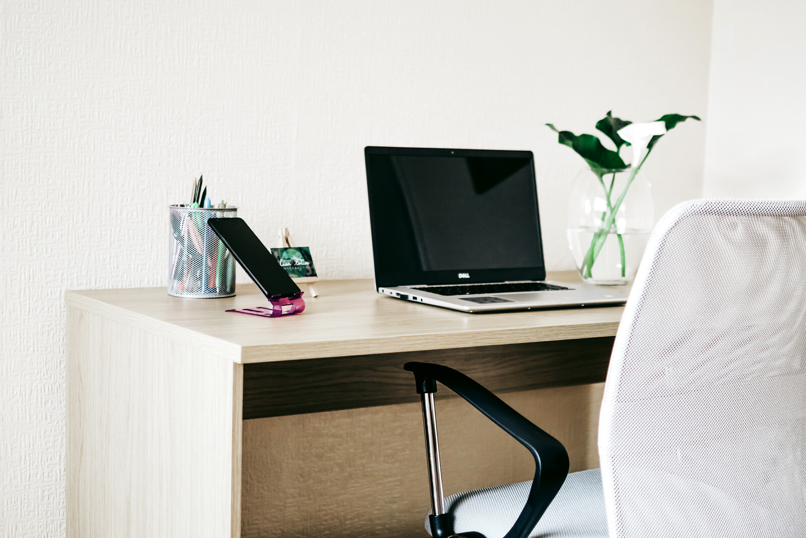 home-office-desk-to-focus-on-business-development-for-email-marketing