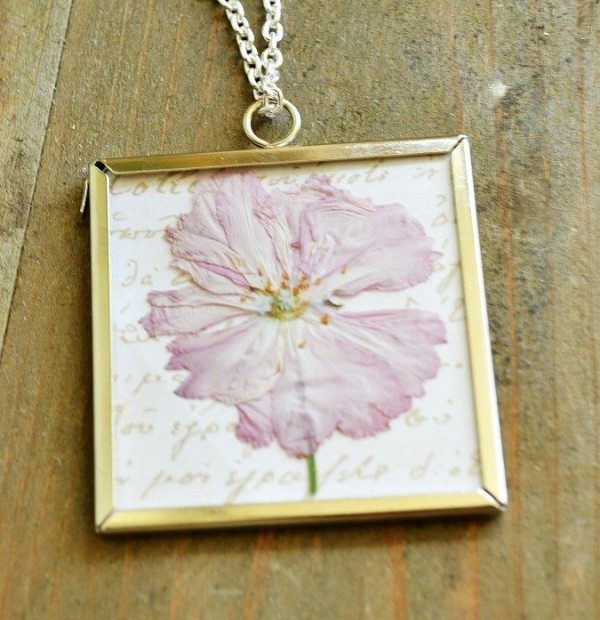 gift ideas how-to-make-a-dried-flower-necklace-atthepicketfence.com-Copy
