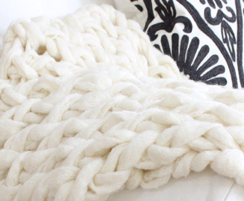arm-knitting-close-up-sm-ver