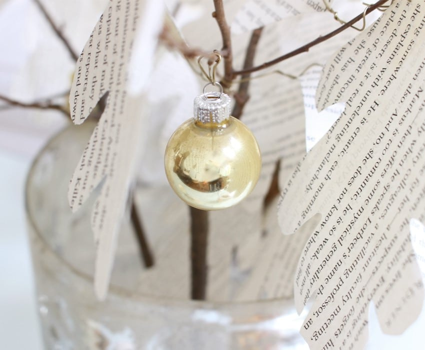 styling-a-coffee-table-close-up-ornament-sm-ver