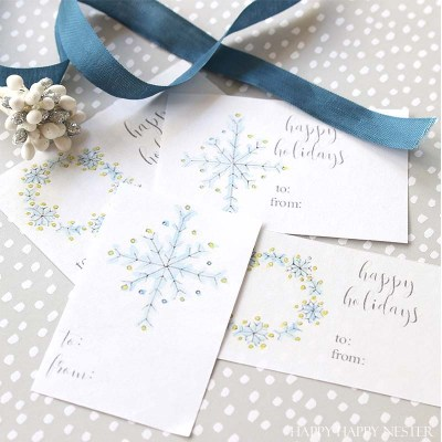 Christmas tags that are easy to print out and use. You'll have plenty for your gifts this year, and you won't have to spend any money since they are free.