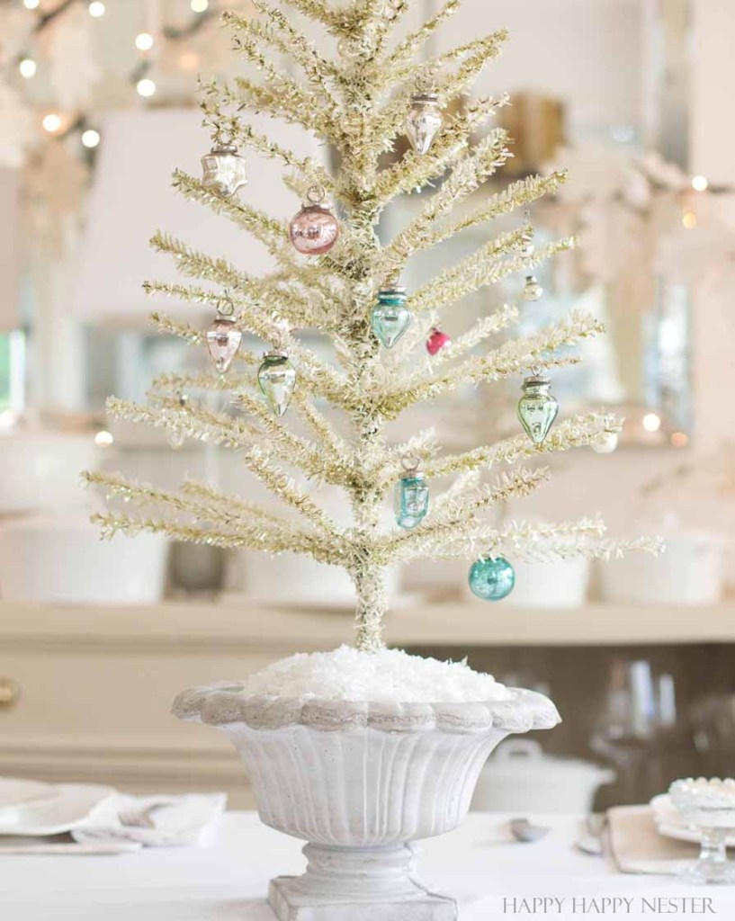 This is an easy way to make a Feather Tree. You take a tinsel tree and give it a good haircut. Then you add a bit of chalk paint to make it vintage like.
