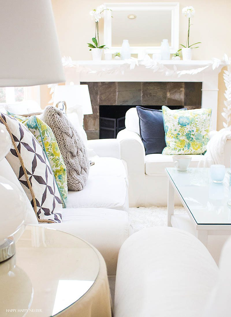 My coastal spring tour is one of my favorite ways of decorating. And this year, I love all the Pottery Barn style beach elements. It is fresh and sunny and goes perfectly in my California style home. Charcoal, white and aqua make a stunning combination of colors. #coastalspring #potterybarn #beachhome #beachdecor #decor