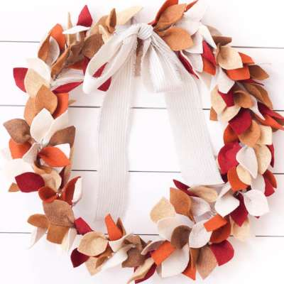 How to Make a Beautiful Felt Leaf Wreath for Fall
