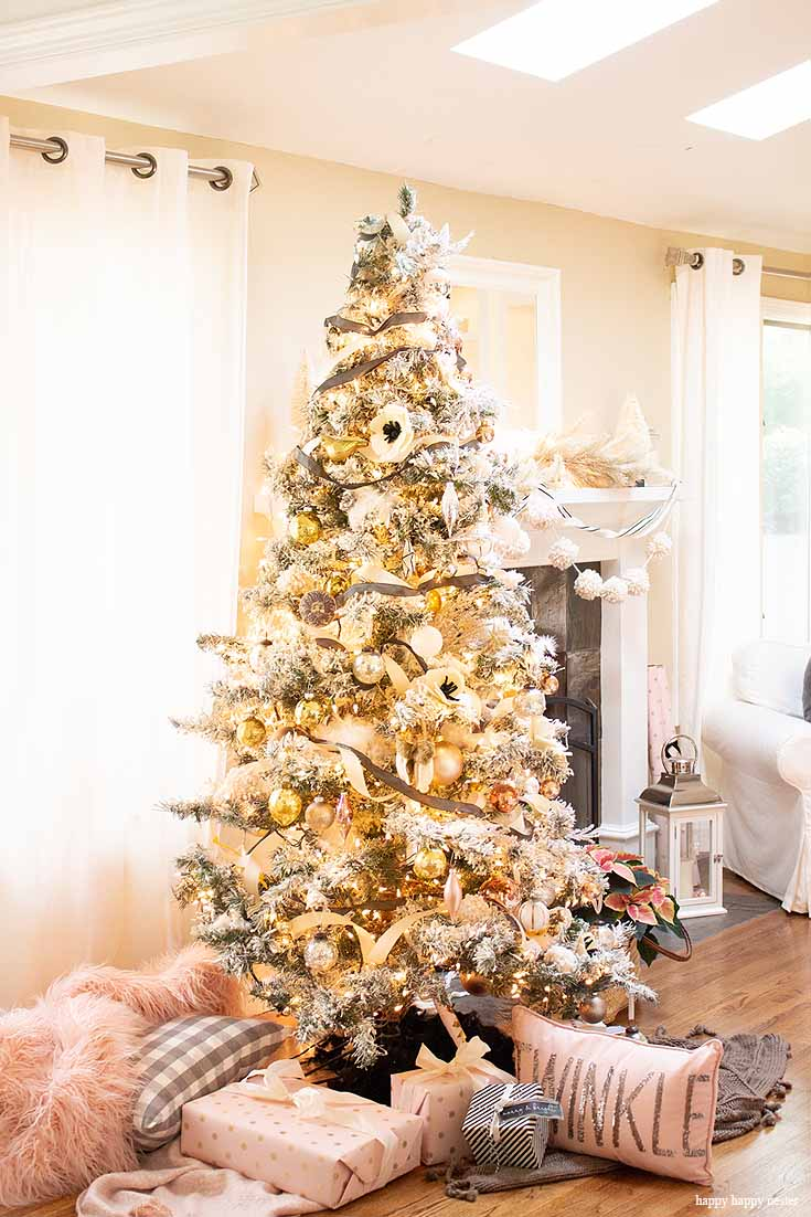 This year I'm sharing A Cottage Christmas Home Tour with you! I have decorated our home in pink, blush, copper and, black. I do 5 things when decorating for the holidays. I hope my information helps you decorate your home for the holidays. Home Decor | Christmas Decorating | Holiday Decor | Christmas Decor