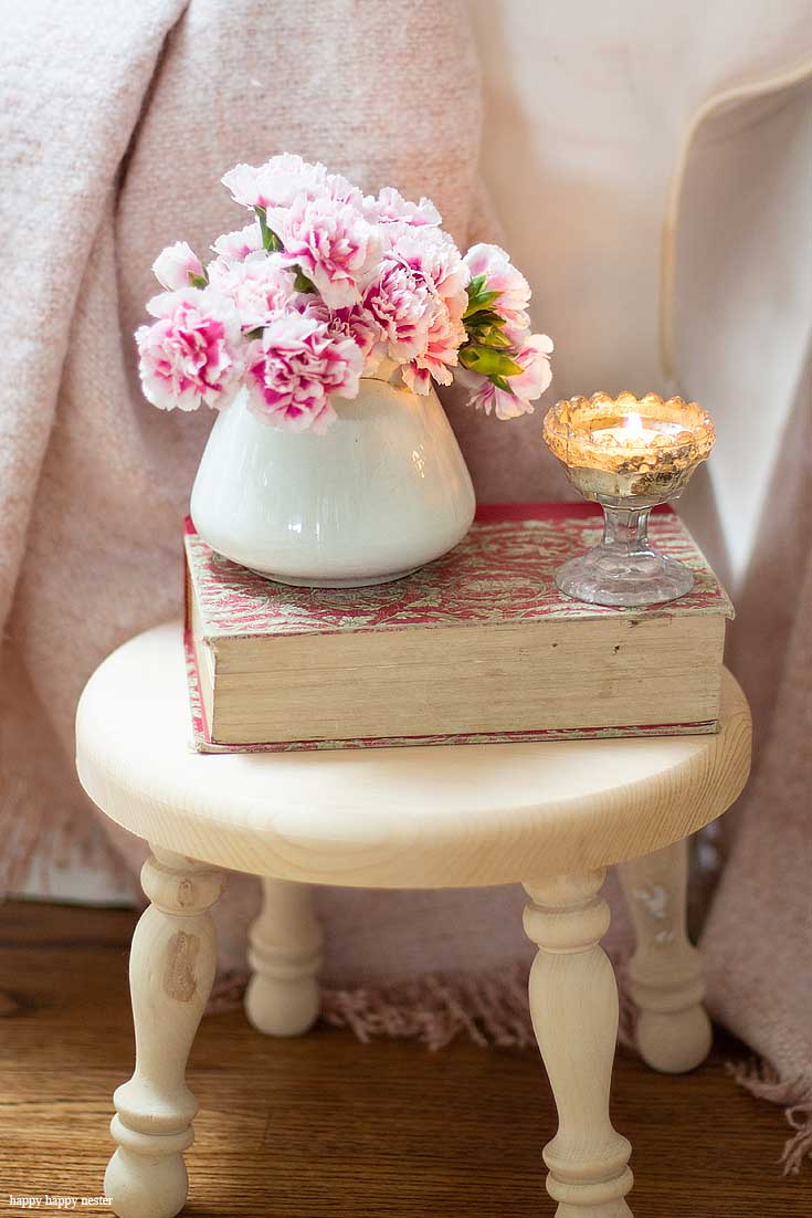 Add books to your home to instantly add Hygge to your living spaces. Hygge Essentials For Your Home is super easy to add. Quickly create a wonderful cozy nest with just a few home decor touches. Add a few of these 5 basics things and you'll be so happy with your new space. #hygge #homedecor #decorating #hyggedecor #hyggehome