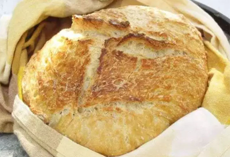 The Best No-Knead Bread Recipe. These are the 7 Best Muffin and Bread Recipes among my blogger friends. We round up all our favorite family recipes which are tried and tested. From the best cornbread, easy no-knead bread to banana muffins, you'll for sure find some great recipes. #baking #muffins #breads #quickbreads #recipes #cornbread #bestbreads
