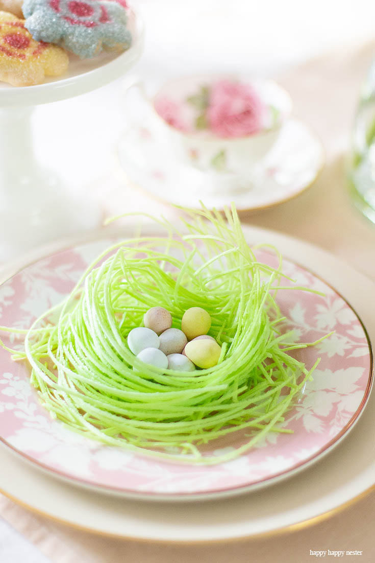 Some Spring Tablescape Inspo with Flowers and Table Decor. Need some help with your Spring Floral Arrangements? I came up with an easy and pretty bouquet using simple tulips and daises. It takes a few minutes to make and your home is bursting with spring happiness. You don't have to spend much time and money on your flowers. #flowers #springflowers #floralarrangements #tulips