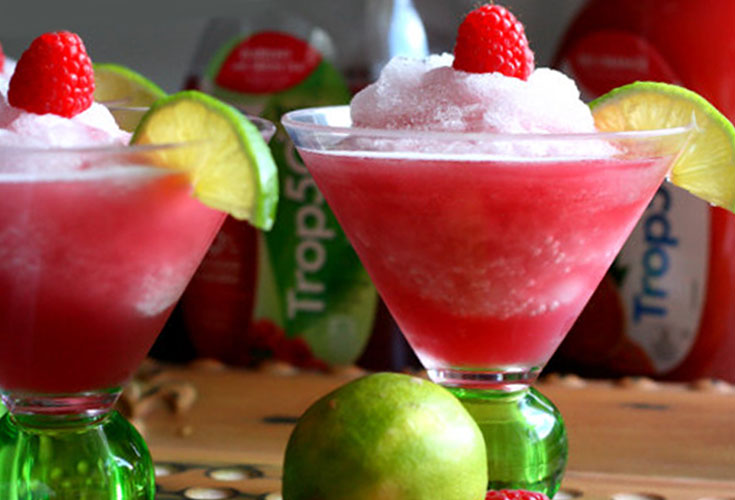 Trop 50 Slushy Recipe. Here are 10 Non-Alcohol Summer Drinks that you'll love. Need some recipes this summer, well, we have you covered if you need slushies, teas, fruit drinks and more. These bloggers have tested them, and these are their favorites. #drinks #summerdrinks #cocktail #drinkrecipes #recipes #happyhour #weddings #weddingdrinks