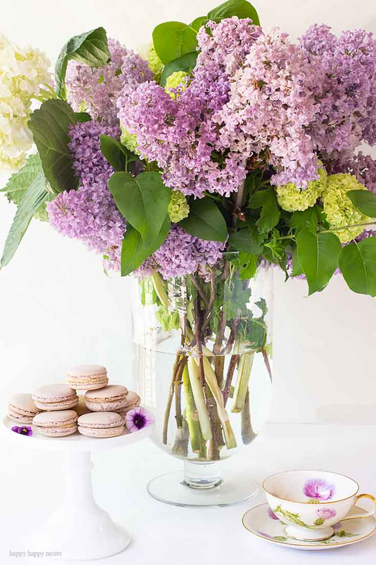 Spring table ideas. It doesn't take much to create a Beautiful Spring Table with Fresh Flowers. This spring table with fresh lilacs and other garden flowers is so easy to create. No need to spend much to style a fabulous spring table. #springtable #flowerbouquet #freshflowers #lilacs #lavendertable #decoratingwithlilacs #purplelilacs