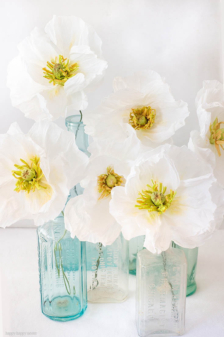 How to Make Crepe Paper Flowers is an easy tutorial that will walk you through step by step. These Icelandic Poppies are beautiful as a bouquet in a vase or as a wedding bouquet. They are easy paper flowers to make. #paperflowers #crepepaper #paperprojects #crepepaperflowers #paperflowerstutorial #papercrafts #paperdiy