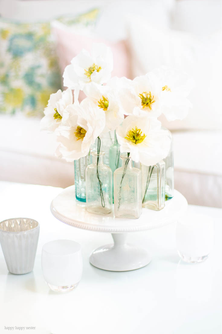 Learn How to Make Some Paper Flowers. And check out this post of 7 Wonderful Flower Project Ideas. Make some paper flowers, decorate a cake with flowers, these are just a few ideas. #flowers #crafts