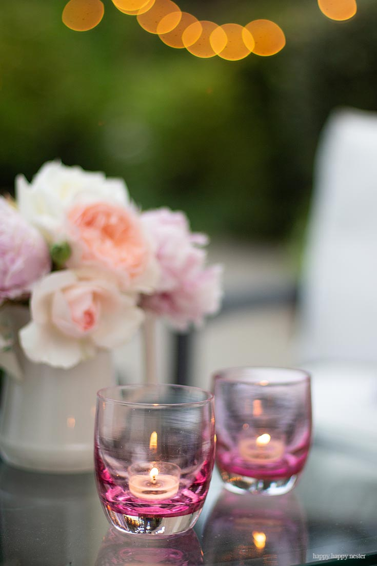 Make sure to light your outdoor summer living space. #summerdecor #outdoorlivingspaces #entertaining