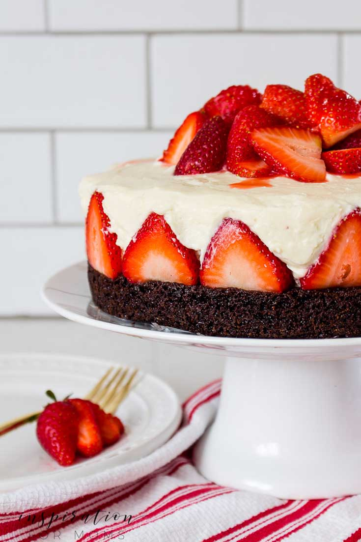 Make This Delicious Strawberry Brownie Cheesecake. #cheesecake #bake #recipe #desserts #dessertrecipe #strawberry