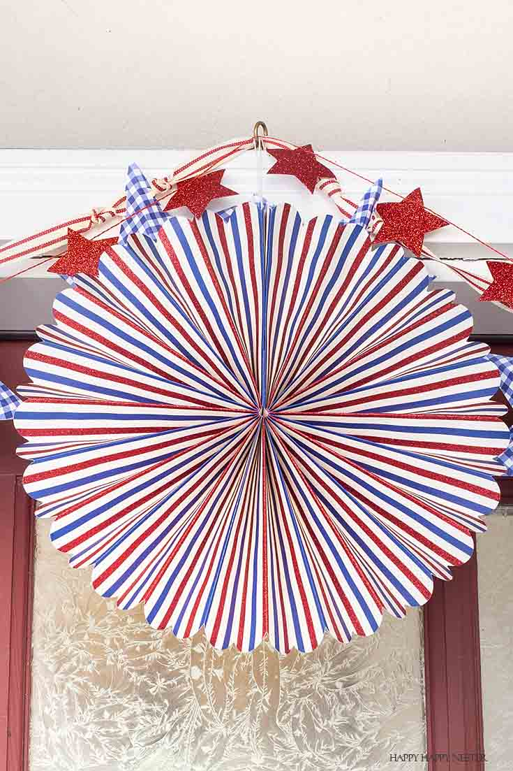 Check out this cute 4th of July party fans. Get your porch ready for the Fourth of July! #holidaydecor #4thofJuly #summerparties