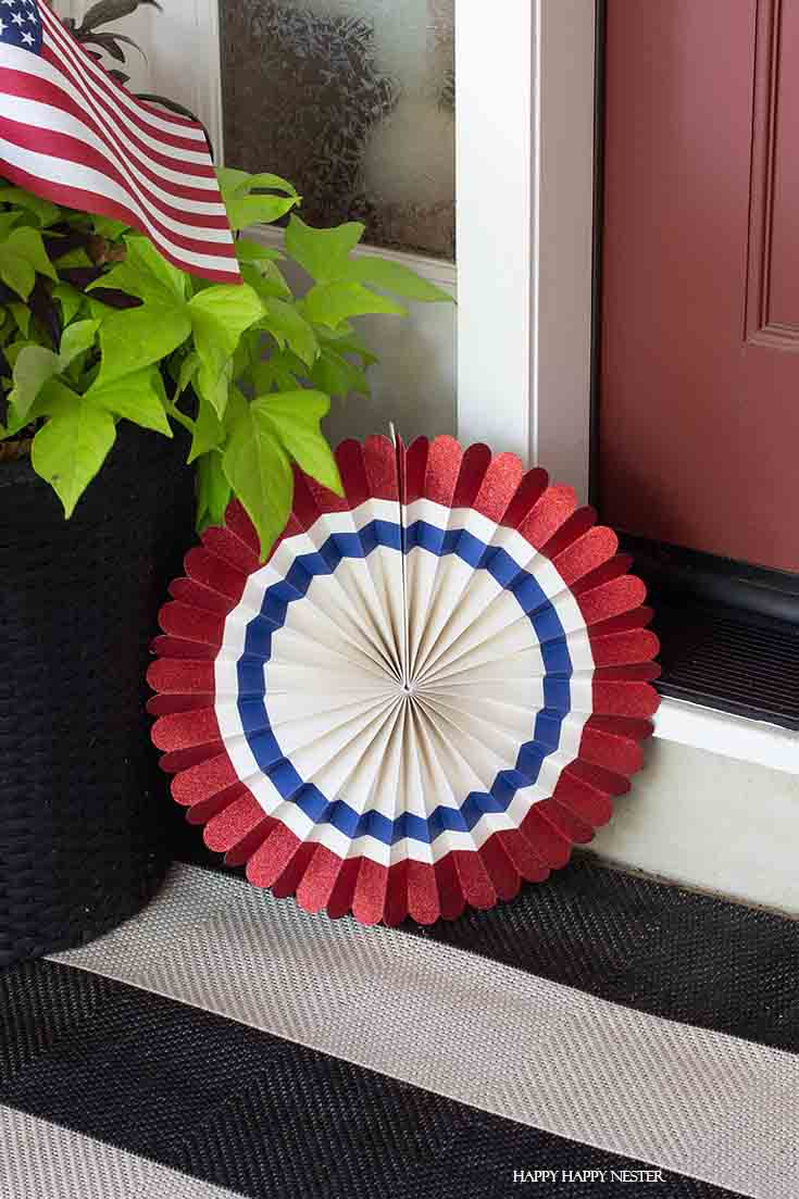 These adorable party fans are from Mind's Eye. This is from their 4th of July party box.