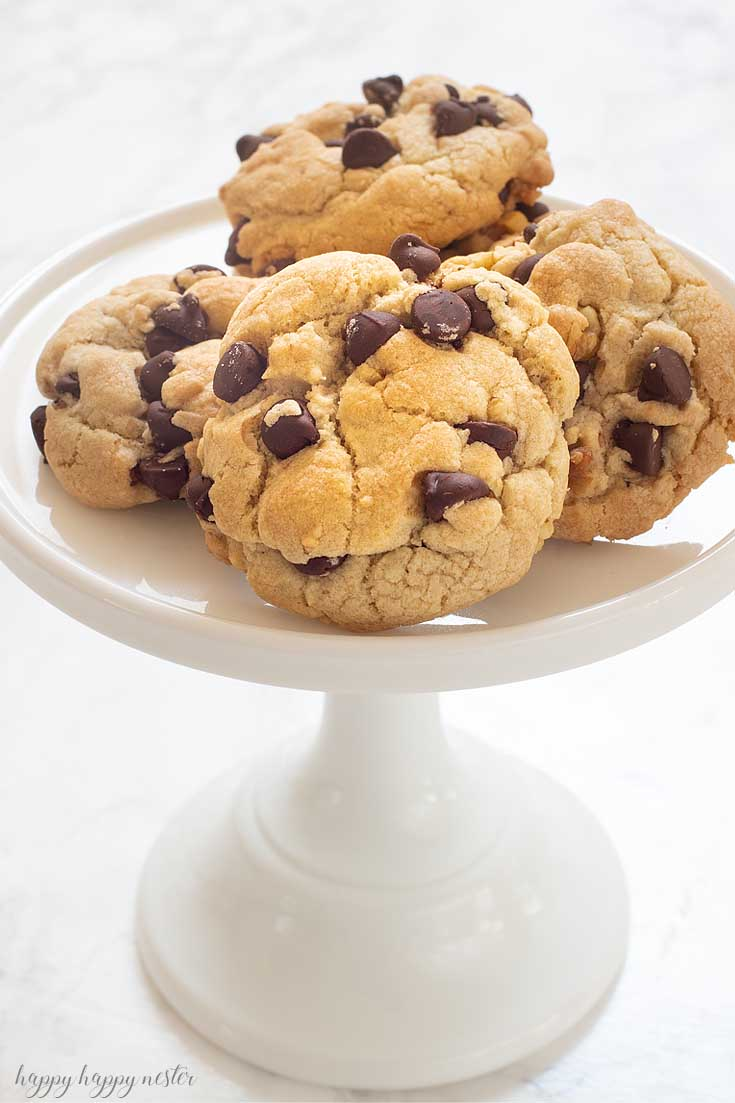 This chocolate chip cookie will surprise you with its crunchy quality that is packed with loads of chocolate chips and nuts. I'm certain you have never had a chocolate chip cookie like this one! #cookie #chocolatecookie #baking #cookierecipe #bestcookie #bestchocolatechip