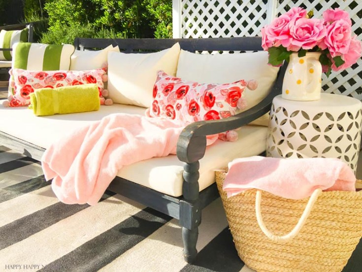 Need Simple DIY Backyard Ideas? I have rounded up some of my favorite outdoor ideas to help you create your own outdoor living rooms and table settings. #outdoorpatios #DIYoutdoors #summer #backyards