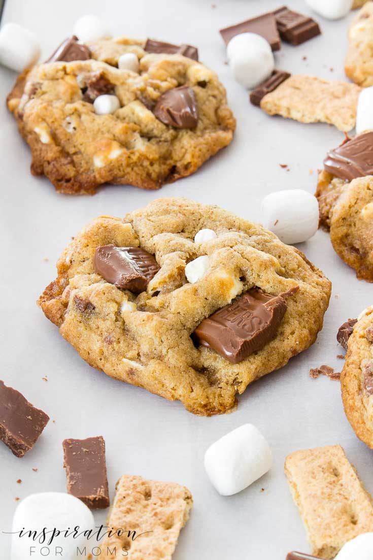 This S'mores Cookie recipe is the best! #cookie #cookierecipes #s'mores