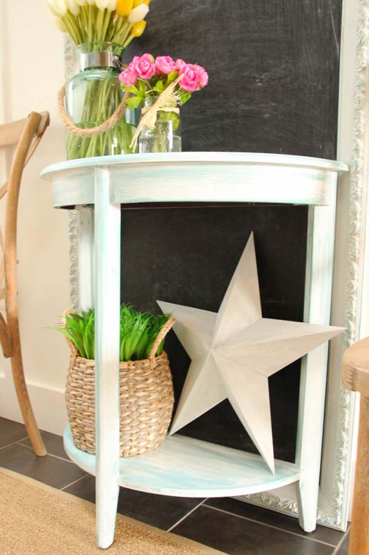 Check out this chalk painted entry table. #paintedfurniture #chalkpaint #painting