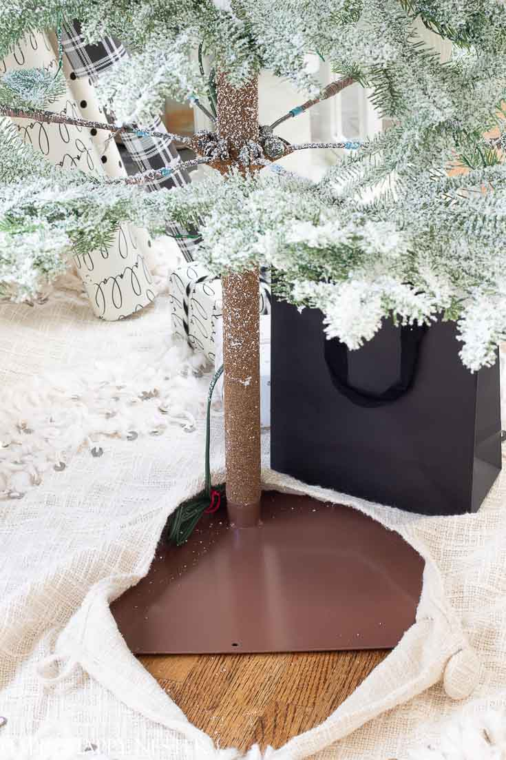 This Balsam Hill Tree is made so well. Make sure to read this post before you purchase your tree. #balsamhilltree #christmastreereview #treereview #fauxchristmastree