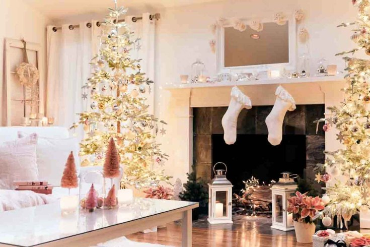 Check out some Balsam Hill Fir trees. They are so elegant and natural in this festive winter home. #balsamhill #fauxchristmastrees #christmastrees