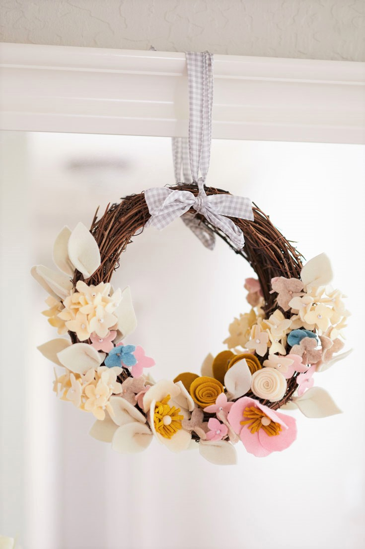 diy felt flower wreath project