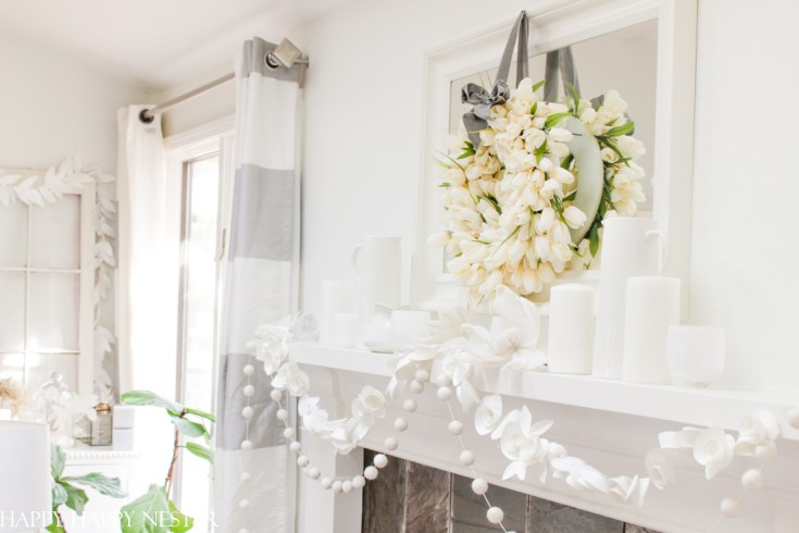 winter decorating ideas with white tulip wreath