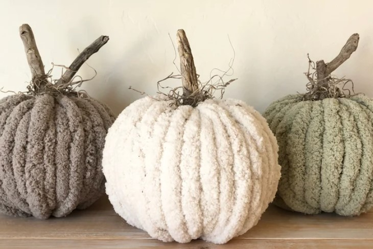 farmhouse pumpkin decor